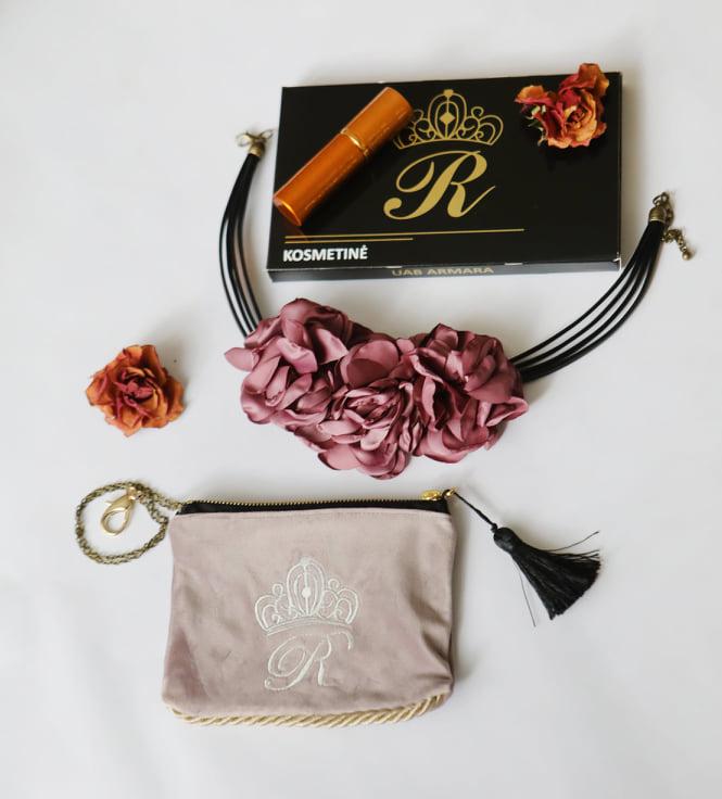 Karališka Kosmetinė  pastelinės purpurinės spalvos R raidė sidabrinė