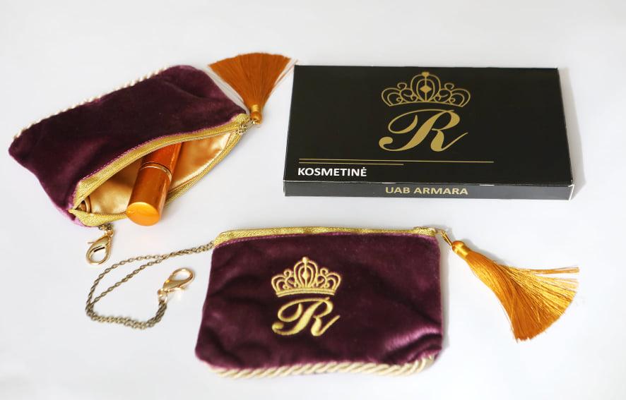 Karališka Kosmetinė  violetinės spalvos R raidė auksinės spalvos