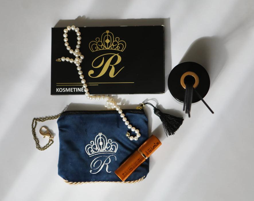 Karališka Kosmetinė  mėlynos spalvos R raide sidabrinė