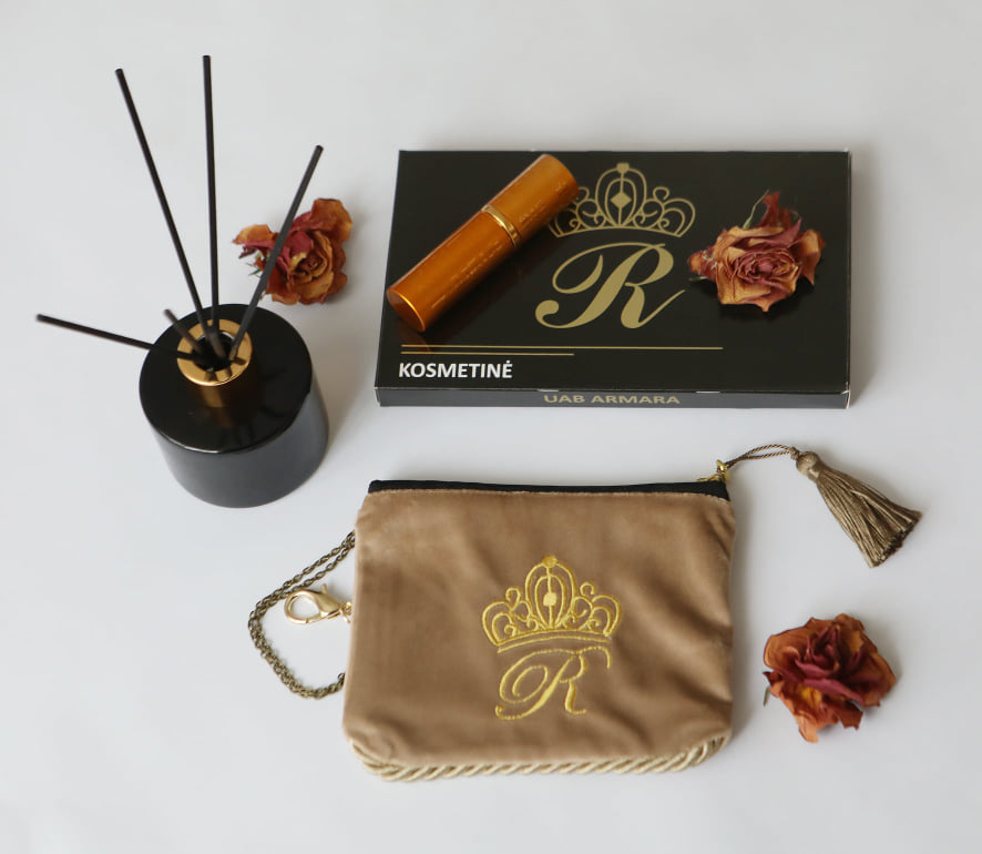 Karališka Kosmetinė  pastelinės kreminės spalvos R raide auksinė