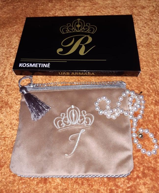 Karališka Kosmetinė  pastelinės kreminės spalvos I  raide sidabrinė