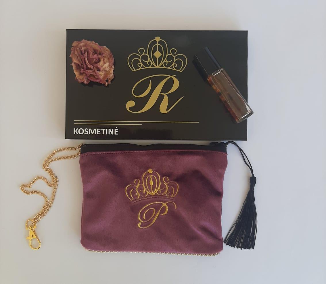 Karališka Kosmetinė alyvinės spalvos P auksinė raidė