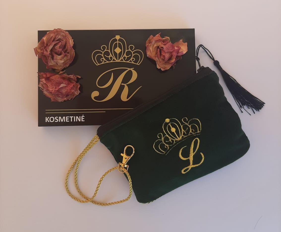 Karališka Kosmetinė žalios spalvos L auksinė raidė