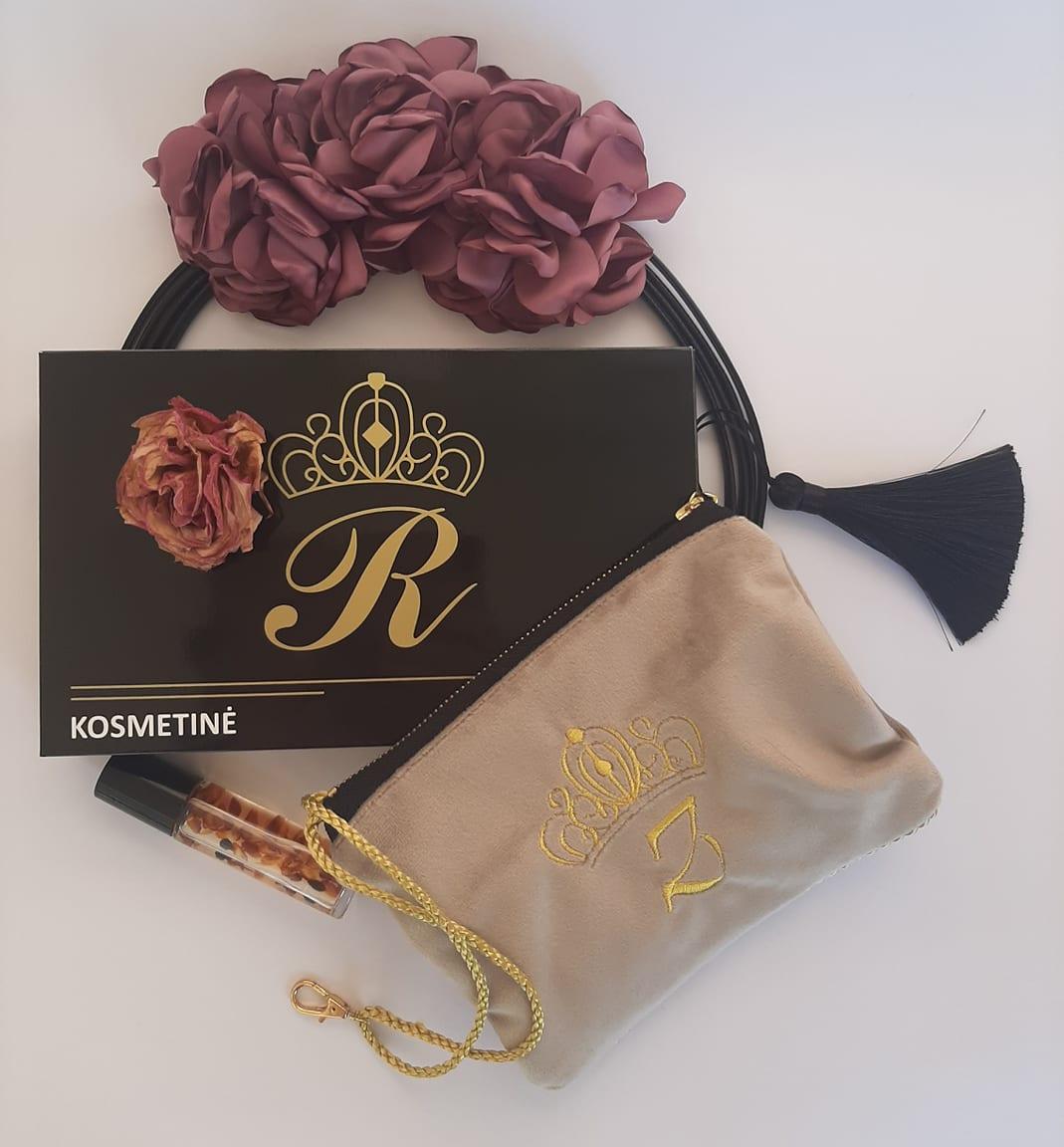 Karališka Kosmetinė kreminės spalvos T raidė auksinė